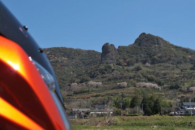 あの岩を目指します.jpg