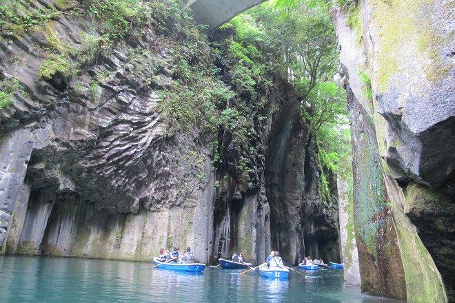 滝と石の造形.jpg